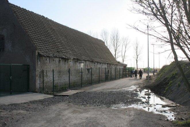 L'allée centrale du camp © Léa Coffineau
