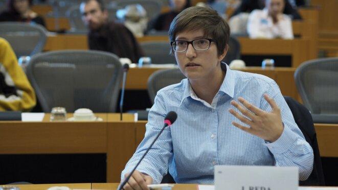 Julia Reda le 1er octobre 2015 lors d'une séance au Parlement européen à Bruxelles © Flickr / Europarl.