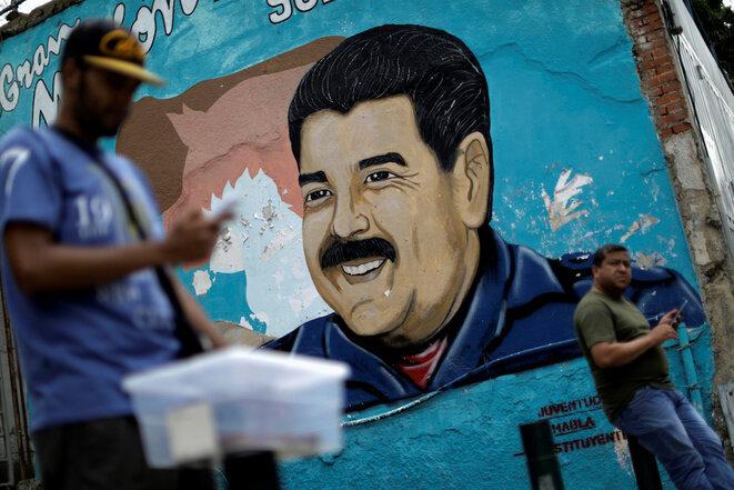Un fresco de Nicolás Maduro en Caracas. © Reuters