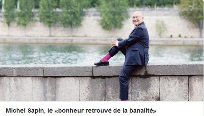 sapin-heureux-en-chaussettes-rose