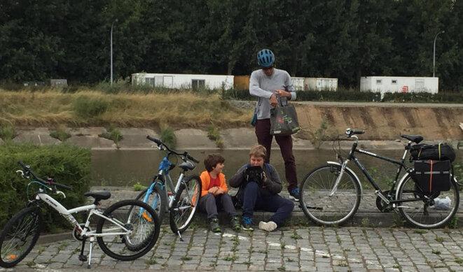 Arrivée en vélo et en famille aux journées d'été des écologistes © F. Guerrien
