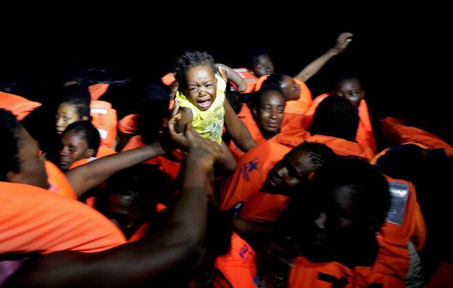 Una operación de auxilio de migrantes en el Mediterráneo, el 20 de octubre de 2016. © Reuters