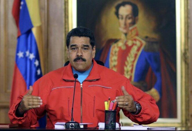 Nicolas Maduro lors de l'allocution télévisée dans laquelle il reconnait la victoire de l'opposition aux législatives et la victoire de la démocratie, le 7 décembre 2015 © EFE