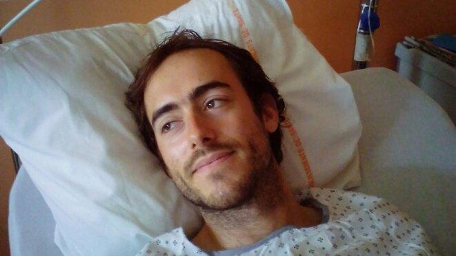 Robin, gravement blessé à Bure, sur son lit d'hôpital, le 17 août 2017.