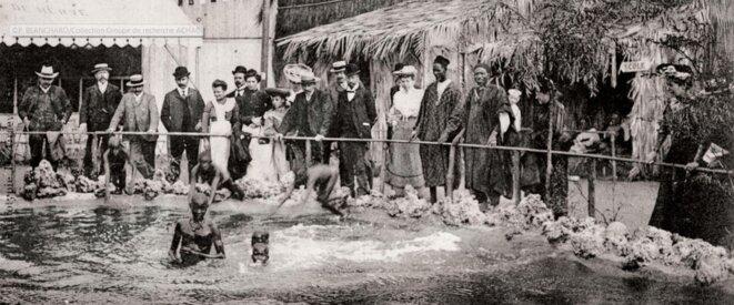 """Le bassin du """"Village sénégalais"""", Liège, Belgique, Exposition universelle, carte postale, héliotype, 1905 © P. Blanchard/Collection Groupe de recherche ACHAC"""