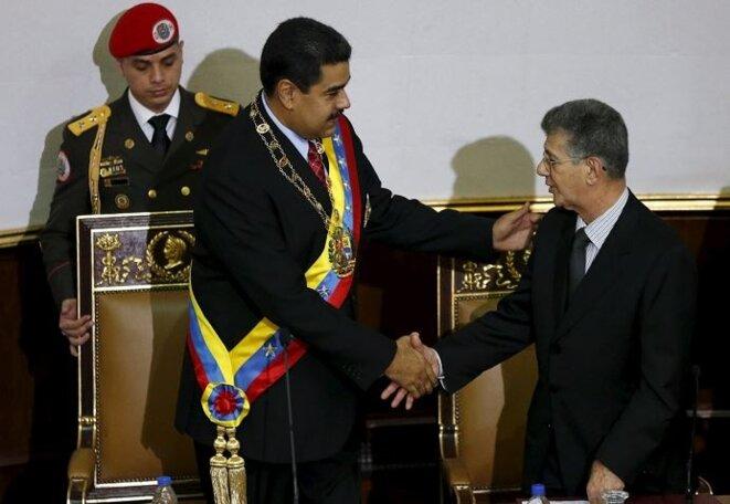Le président Nicolas Maduro (à gauche) et le nouveau président de l'Assemblée Nationale Henry Ramos Allup (à droite), le 15 janvier 2016 © Reuters