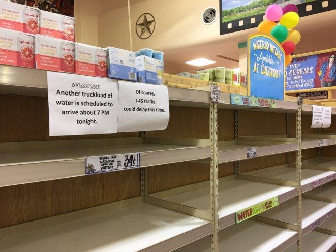 Jeudi soir, les supermarchés sont en rupture de stock © Politicoboy