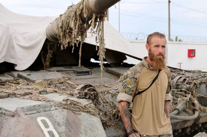Chris Garrett, un vétéran de l'armée britannique, qui fait partie du régiment Azov depuis 2014. (Photos: Nolan Peterson/The Daily Signal)