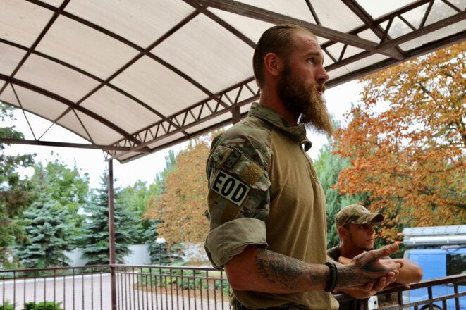 Chris Garrett, 33 ans, s'est joint au régiment Azov en 2014, alors qu'il était encore une unité composée de volontaires. « Je ne savais pas dans quoi je m'embarquais », dit-il.