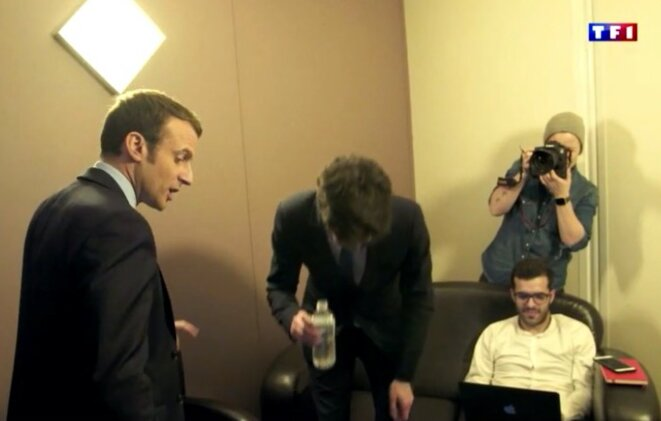 Ismaël Emelien (seated, right) in a scene from a fly-on-the-wall documentary broadcast on French channel TF1 carting Emmanuel Macron's presidential election campaign. © Capture d'écran TF1