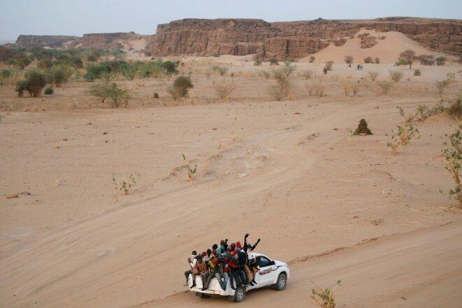 Des migrants au départ d'Agadez, au Niger, en route vers la Libye, le 9 mai 2016. © Reuters/Joe Penney
