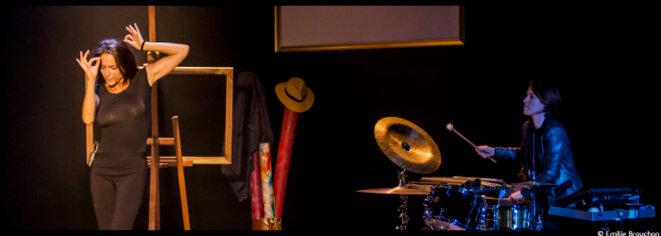 Au théâtre des Mathurins, Audrey Dana donne à la vie mille couleurs dans Indociles © Emilie Bronchon