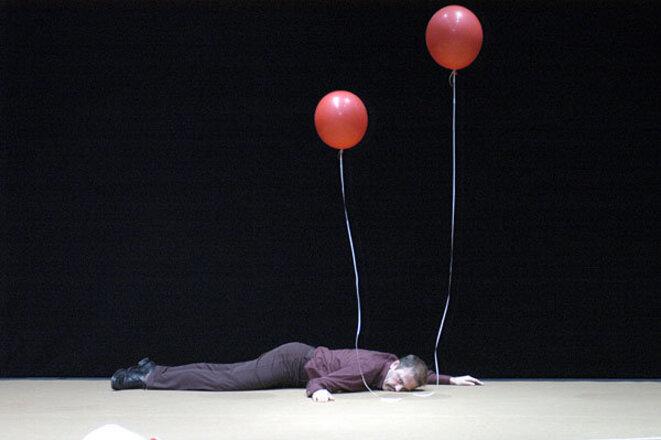 <OTTO> (2002), du collectif Kinkaleri © Bertrand Prévost