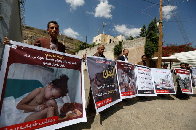 Manifestation à Sanaa devant le siège des Nations unies pour dénoncer les bombardements saoudiens. © Reuters