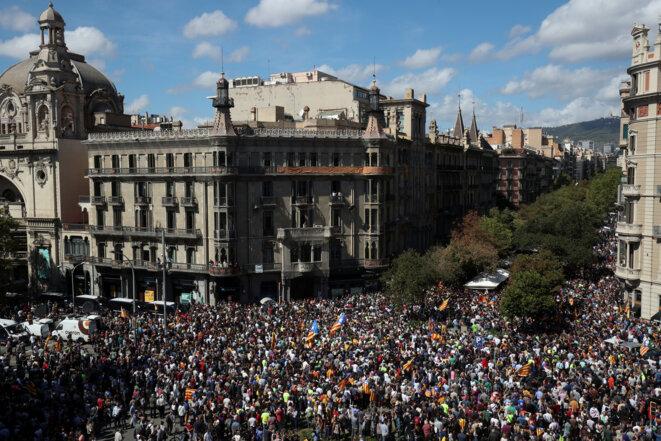 Manifestation devant le ministère régional de l'économie, mercredi matin 20 septembre à Barcelone. © Reuters