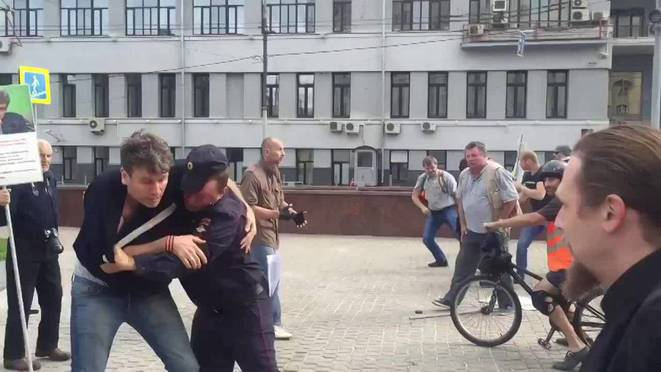 Agression de SERB à Moscou