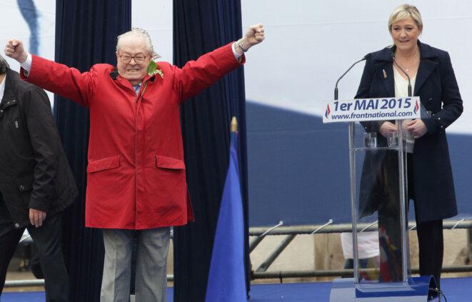 Jean-Marie Le Pen et Marine Le Pen, le 1er mai 2015 © Reuters