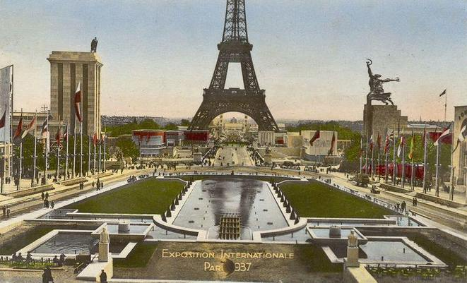 "L'Exposition Universelle de Paris, 1937 : un avatar du ""village"" ?"
