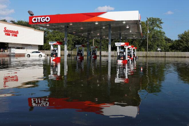 Au Texas, une station-service de la compagnie vénézuélienne Citgo, inondée après le passage de l'ouragan Harvey. © Reutuers
