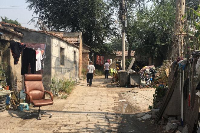 Dans le quartier de Zhongguancun, les constructions anciennes sont vouées à la destruction © E. G.