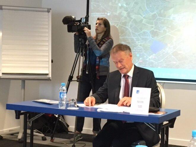 Jean-Pierre Blazy, maire de Gonesse, lors de sa conférence de presse à Paris, 19 septembre 2017 (JL)
