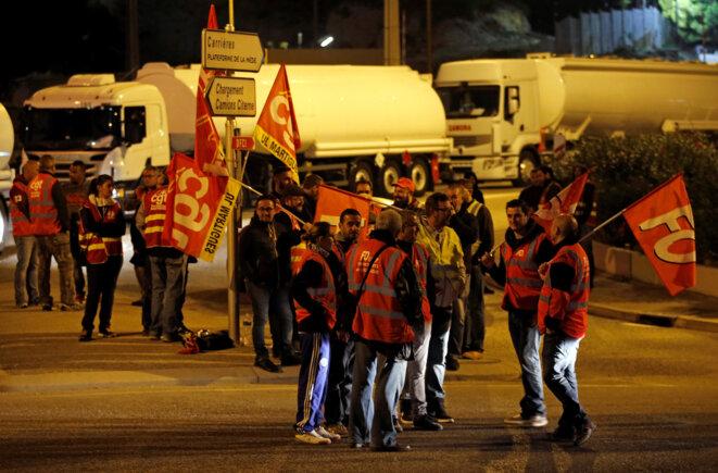 Mobilisation des routiers à la raffinerie de la Mède (Bouches-du-Rhône), lundi 25 septembre. © Reuters