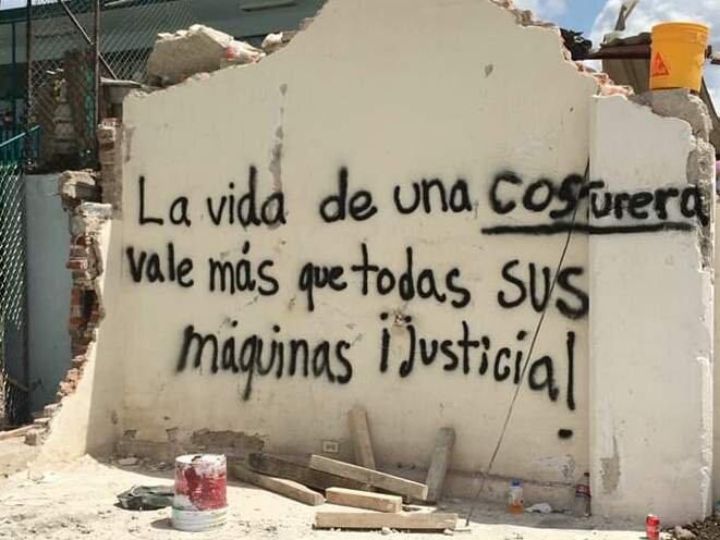 """""""La vie d'une couturière vaut mieux que tous vos engins. Justice!"""" © Judith Flores"""