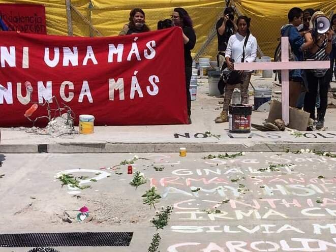 """""""Pas une de plus!"""", en référence aux employées précaires des ateliers textiles et à toutes les femmes victimes de la violence et de la négligence d'Etat © Judith Flores"""