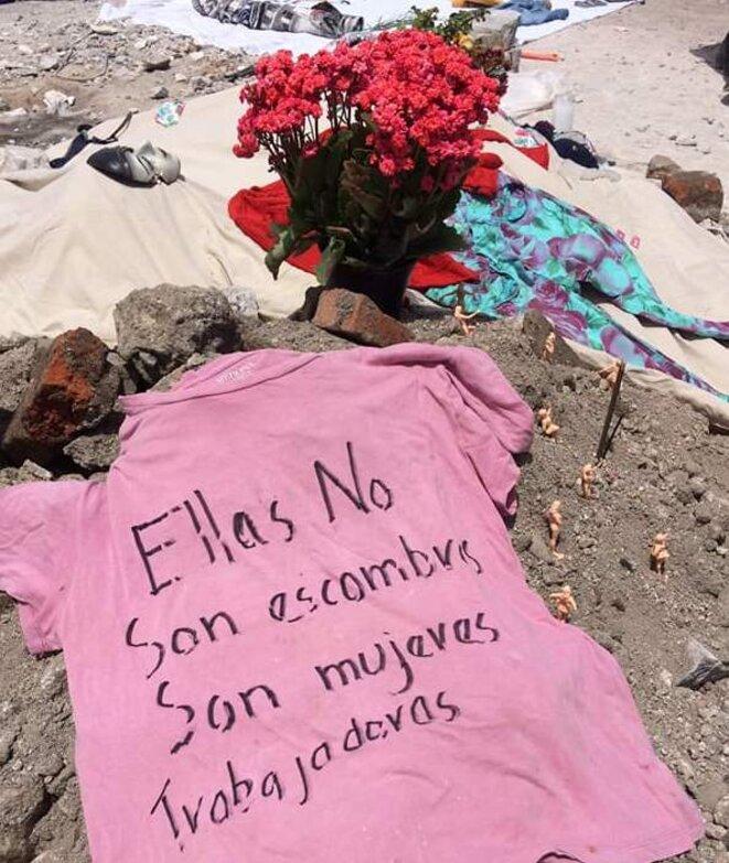 """""""Elles ne sont pas des décombres, elles sont des travailleuses"""" © Judith Flores"""