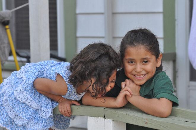 Isabely (3 ans) et Melanie (5 ans) © Joseph Sorrentino