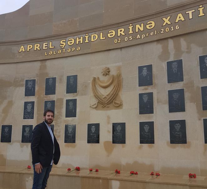 Le monument au mort situé près de la ligne de conflit entre l'Azerbaïdjan et l'Arménie © Jonathan-Simon Sellem