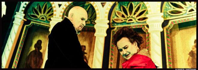 Au théâtre de la Porte Saint-Martin, Michel Fau met sans dessus dessous le Tartuffe de Molière © Marcel Hartmann
