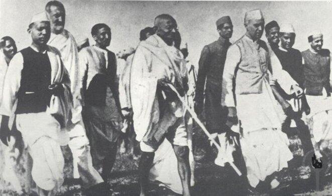 """Gandhi ne s'est pas contenté de """"faire sa part"""" dans son ashram ! Il s'est engagé politiquement... © Wikimedia Commons"""