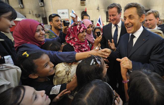 Nicolas Sarkozy et David Cameron célébrant la victoire à Benghazi, en septembre 2011 © Reuters