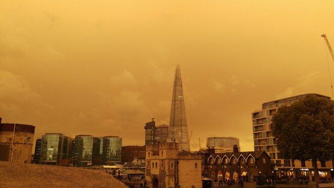 Ciel apocalyptique à Londres, le 16 octobre, avec sable et fumées transportées par le cyclone Ophélia © Timothy Powell @TCP1980