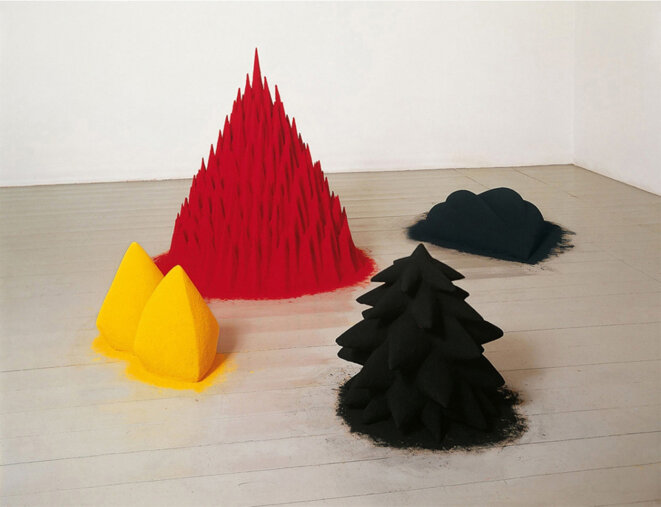 White Sand, Red Millet, Many Flowers (1982) © Anish Kapoor - Courtesy Arts Council Collection, Southbank Centre, London