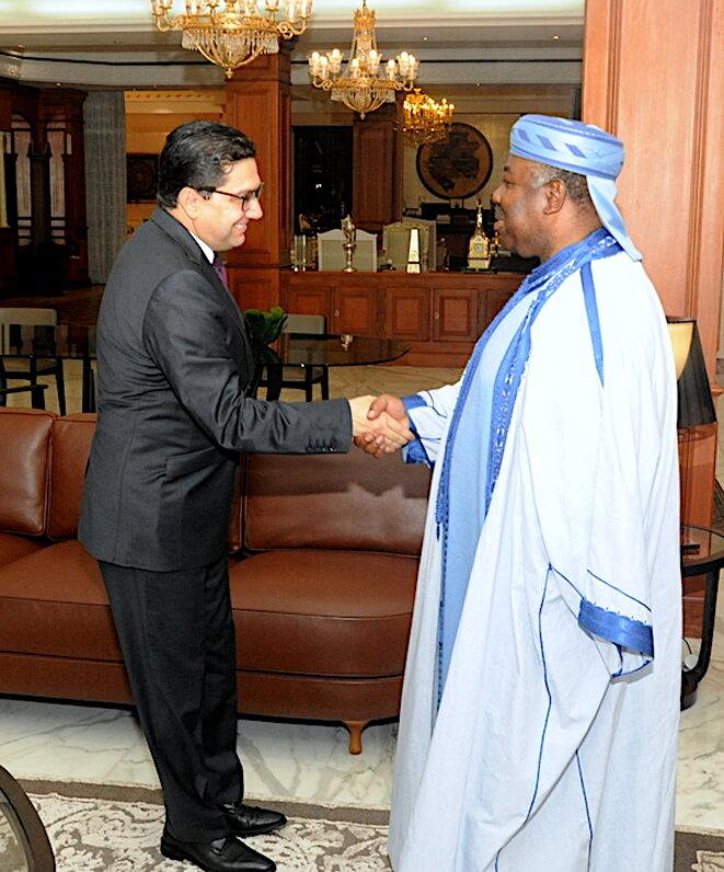 Poignée de mains entre S.E. ABO et M. Nasser Bourita. Crédit photo : DCP