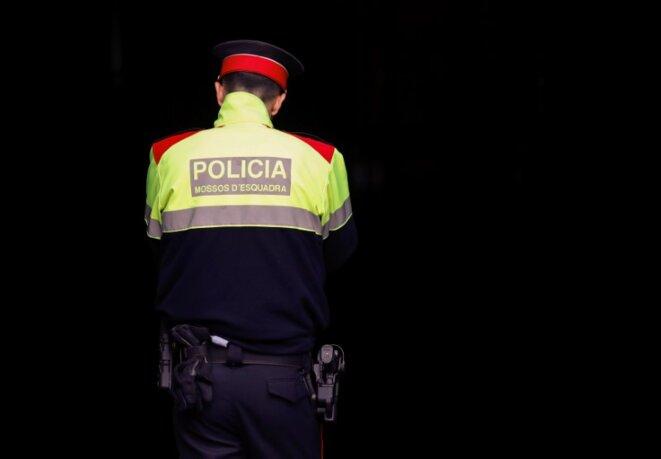 Un membre de la police catalane, les Mossos d'Esquadra, le 16 octobre 2017 © Reuters