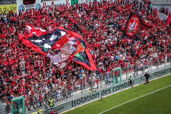mayol-supporters-rouges