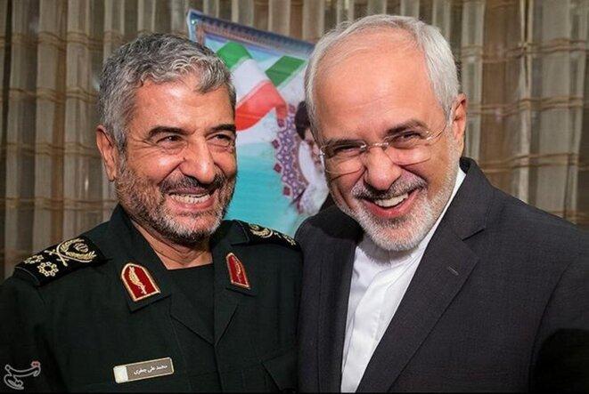 Le général Mohammad Ali Jafari, chef des Gardiens de la révolution, et le ministre iranien des affaires étrangères, Mohammad Zarif, réunis lors de la célébration du 40e anniversaire de la révolution islamique, le 9 octobre 2017 à Téhéran. © Reuters