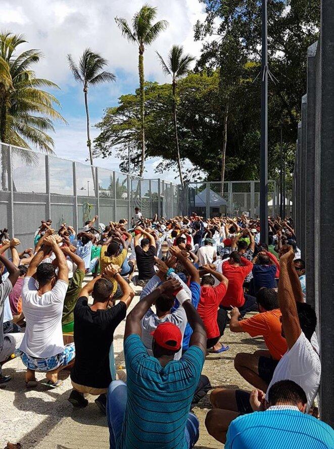 Manifestation pacifique des réfugiés de Manus en septembre 2017 pour obtenir des conditions de vie dignes ainsi que l'asyle dans un pays « sûr ». © Imran Mohammad