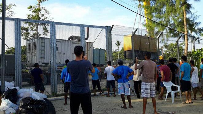 Démantèlement des générateurs du camp de Manus.