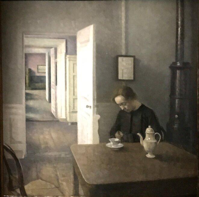 """Vilhelm Hammersoi, """"Intérieur"""", collection Marin Karmitz, """"Etranger résident"""", La maison rouge - Fondation Antoine de Galbert © Guillaume Lasserre"""