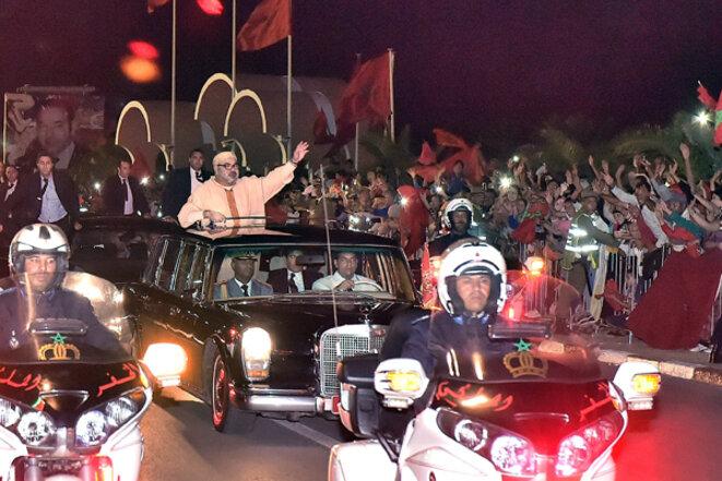 Le roi du Maroc lors d'une visite à Layoun principale ville du Sahara