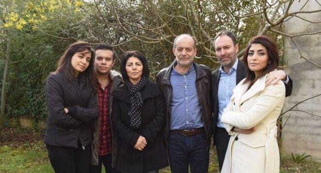 La famille Alkhatib-Pélissier réunie en France. De gauche à droite : Mayada, Anas, Waffa et son époux Saif Eddin, Stéphan et son épouse Zéna. © DR
