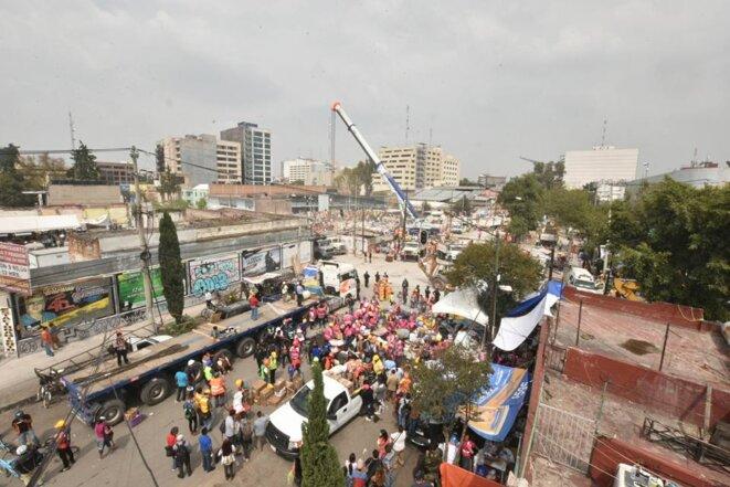 Des doutes persistent sur les activités qui avaient lieu dans un immeuble de bureaux et d'ateliers textiles du centre de Mexico © Eduardo Blas