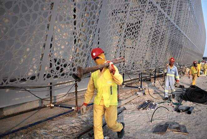 Drawn by the promise of jobs, thousands of men from India, Pakistan, Bangladesh, Sri Lanka, and Nepal are working on Saadiyat Island in the United Arab Emirates (2010) © Samer Muscati - Human Rights Watch