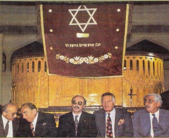 Alparslan Türkeş à la synagogue de Balat, en 1992.