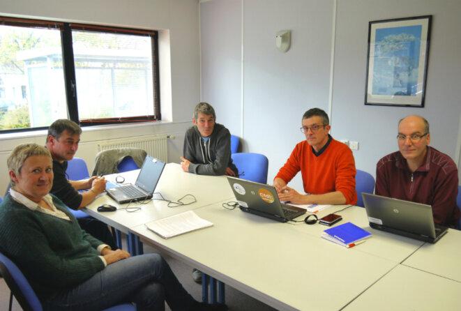 L'intersyndicale de Nokia : Chantal Le Corvellec et Yann Le Flanchec (CGT), Philippe Bénis et Bernard Trémulot (CFDT) et Jean-François Schmitt (CFE-CGC). © D.I.
