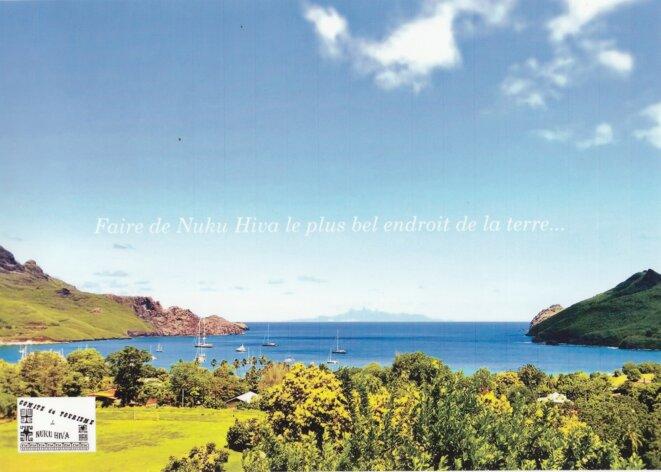 L' Île de Ua Pou,dans le lointain, dont les pics déchirent l'horizon (le point de départ). Vue depuis le rivage de la baie de Taiohae à Nuku Hiva (le point d'arrivée).